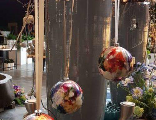 Beschilderde kerstballen